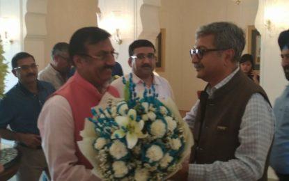 Prof Saubhagya Vardhan, Director NZCC receiving Secretary Culture, Govt of India at Chandigarh.